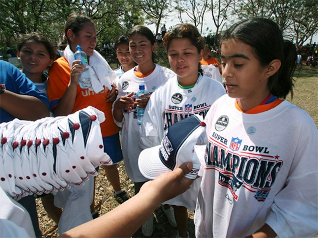 Esto es lo que pasa con las playeras y gorras del equipo perdedor del Super Bowl