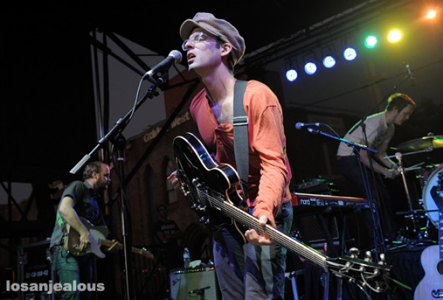 Video: Clap Your Hands Say Yeah