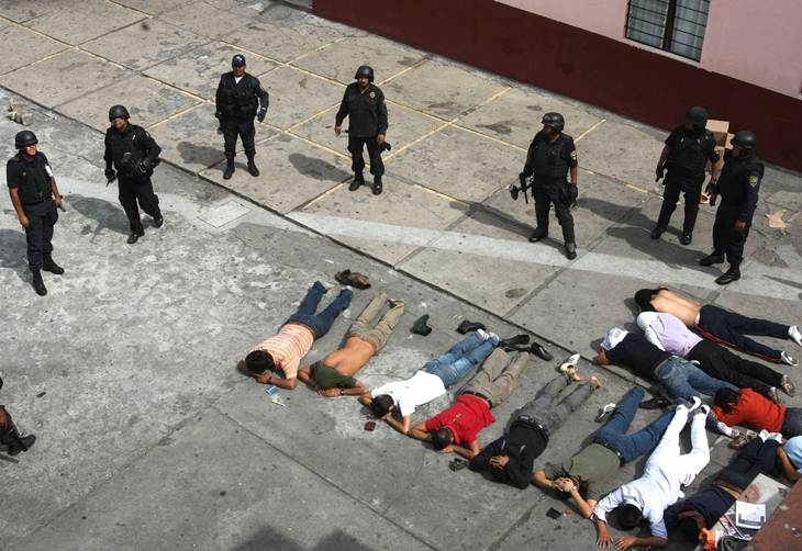 Detienen en Morelia a 196 estudiantes