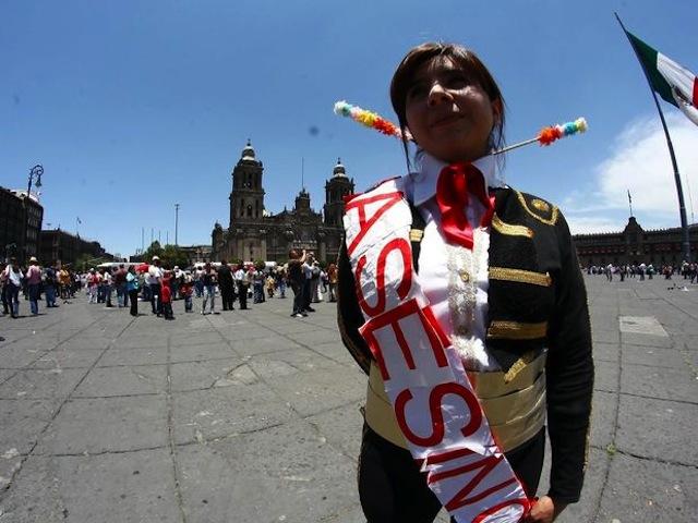 Mexicanos marchan contra las corridas de toros