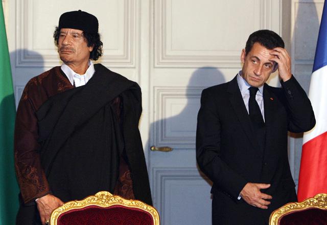 Publicación relaciona a Sarkozy con Gaddafi