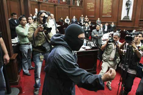 Comuneros de Cherán toman Congreso local: exigían aparición de secuestrados