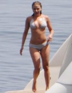 Scarlett_Johansson_vista_por_el_guardaespaldas_despues_de_una_cuba
