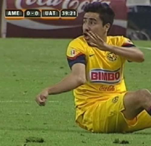 Y en la imágen del día... la lesión de Efraín Juárez