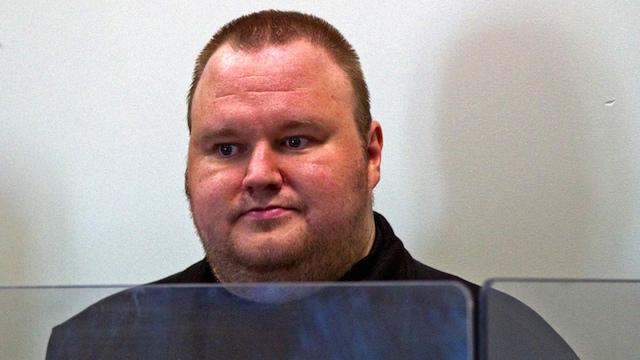 Muestran video de la detención del fundador de Megaupload