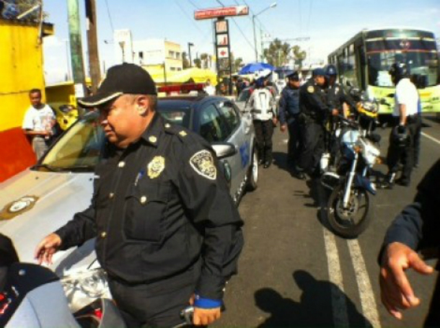 Porros son detenidos por tronar petardos en el metro Martín Carrera