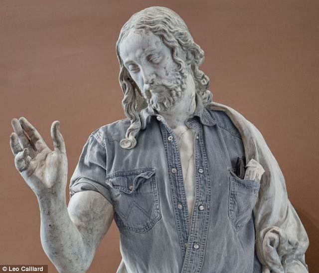 Las estatuas clásicas se ponen hipsters