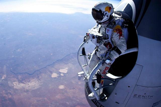 Posponen para el domingo el salto de Felix Baumgartner de la misión Red Bull Stratos