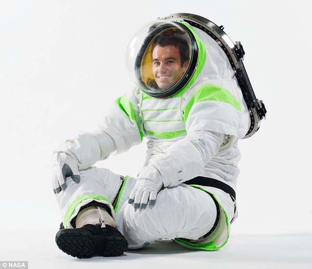 Los nuevos trajes de la NASA ¡son idénticos al de Buzz Lightyear!