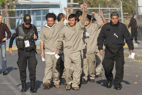 Diputados del PRD pagan fianza de los 14 detenidos en el 1D; podrían salir en libertad hoy mismo