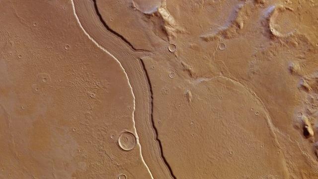 Captan imagen de lo que pudo ser un río en Marte