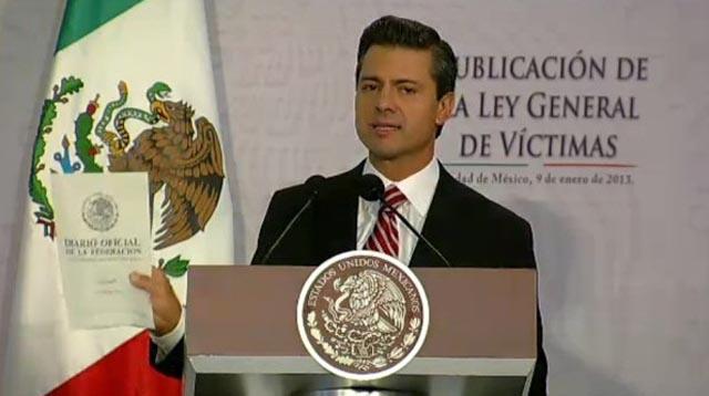 Peña Nieto firma la Ley General de Víctimas