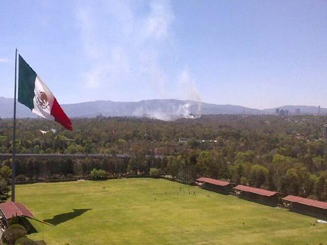 Siguen los incendios en el DF... ahora fue la 3ra. sección del Bosque de Chapultepec
