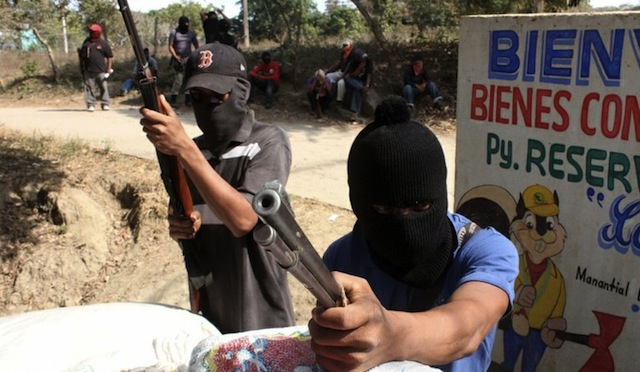 PAN pide poner fin a proliferación de policías comunitarias