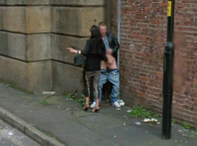 Google Street View descubre a una prostituta