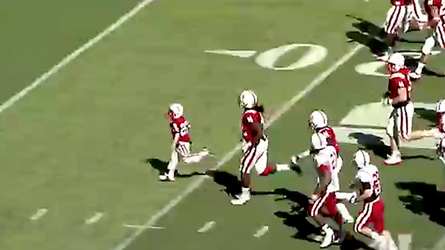 Video: Niño de 7 años anota un touchdown con la Universidad de Nebraska