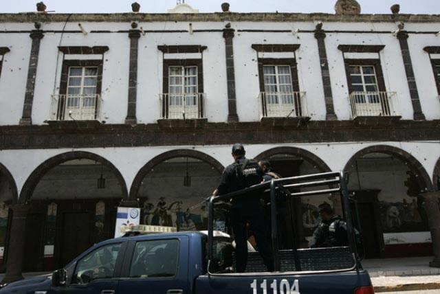Un grupo armado atacó la alcaldía de Coalcoman, Michoacán
