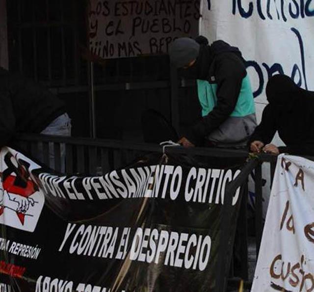 Encapuchados aceptan el diálogo y liberan la rectoría de la UNAM