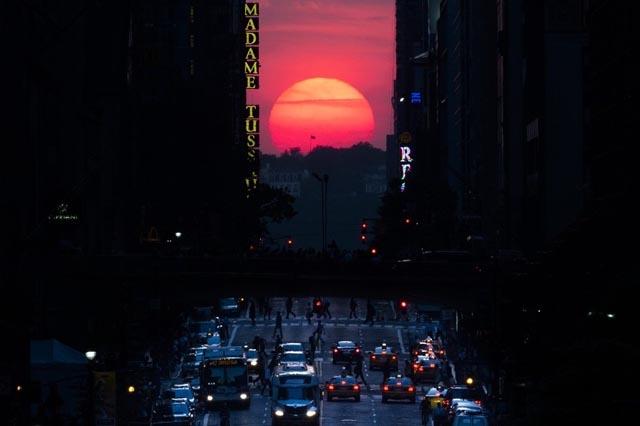 El Manhattanhenge, el fenomeno que paraliza Nueva York dos veces al año