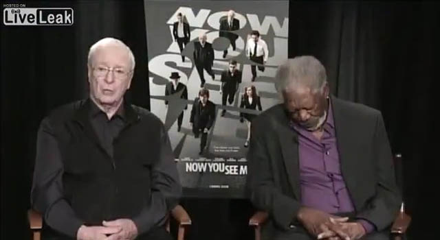 Video: Morgan Freeman se echa una pestaña en plena entrevista