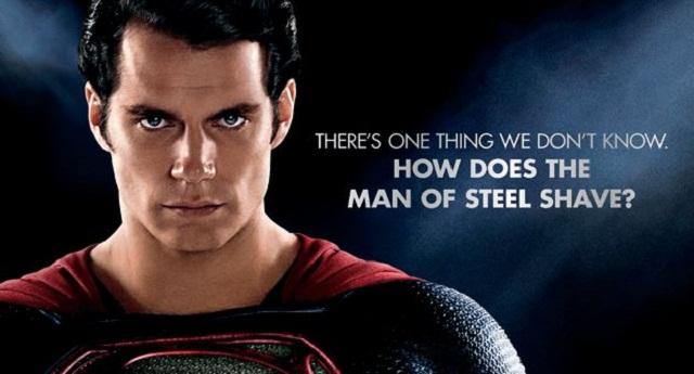 ¿Cómo se rasura Superman?