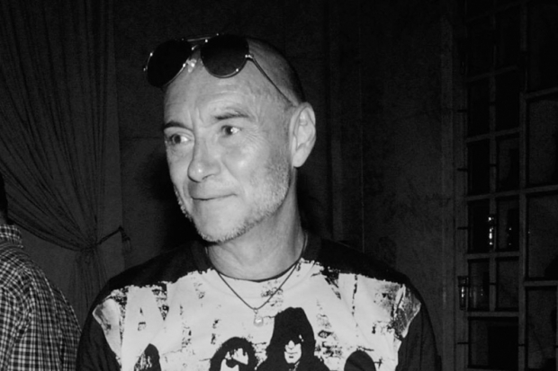 Fallece Arturo Vega, creador del logo de The Ramones
