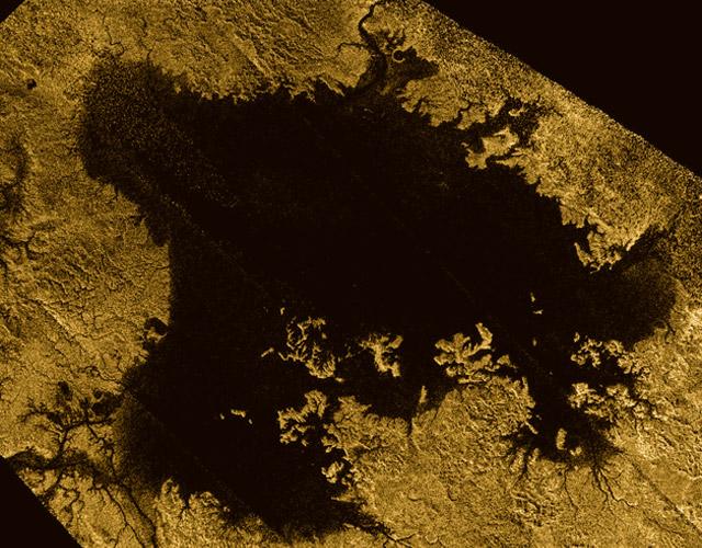 Y con ustedes... el gigantesco mar de Titán, la luna de Saturno