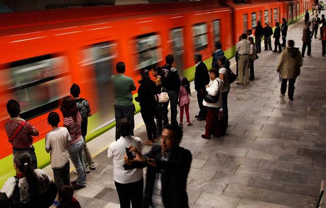 Nace una bebé en el metro Tacubaya