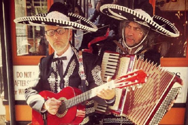 ¿Qué hacen Moby y Wayne Coyne (The Flaming Lips) vestidos como mariachis?