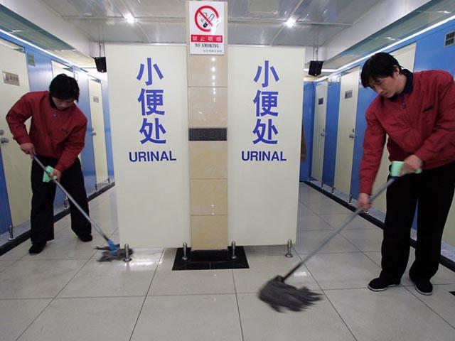En China multarán la falta de puntería al echarte una firma