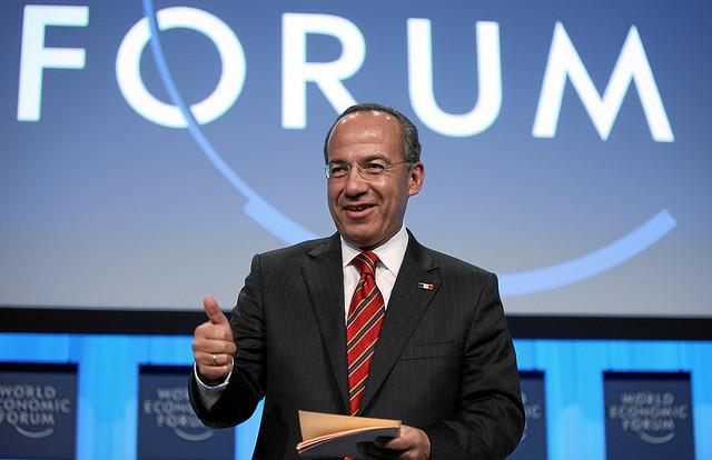 Asesor de Felipe Calderón gana más que gobernadores