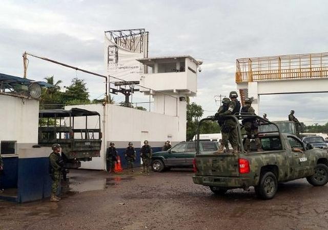 Ejército asume el control del puerto Lázaro Cárdenas en Michoacán