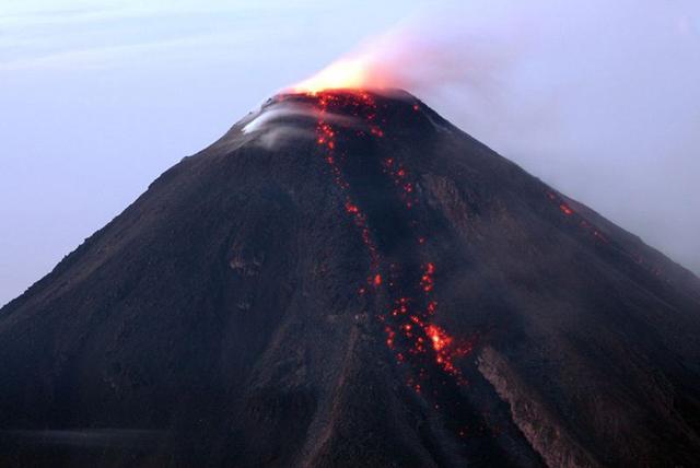 Alerta amarilla: se reactiva volcán de Colima con erupciones leves