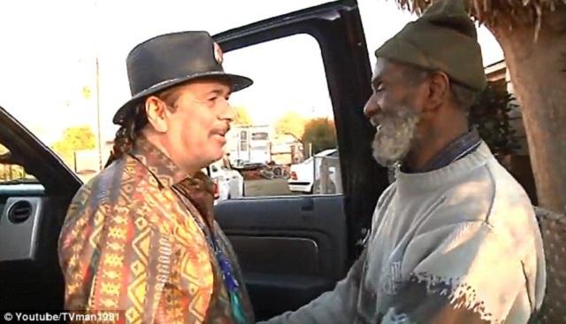 Emotivo encuentro entre Santana y un viejo baterista suyo que ahora es un vagabundo
