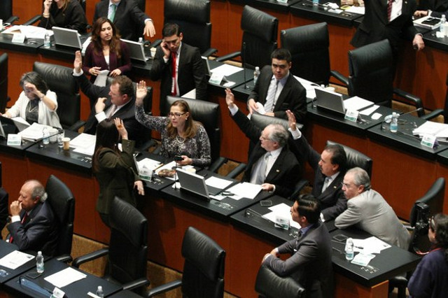 Senado aprueba en lo general la reforma político-electoral ¿Adiós a la PGR y al IFE?