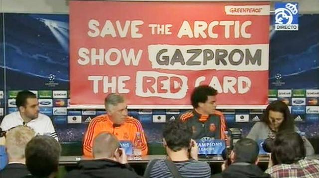 Video: En plena conferencia del Real Madrid, Greenpeace hizo su aparición