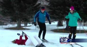 Video: Reportera se desmaya al aire, pero continúa su entrevista