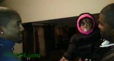 Video: La confusión de una bebé al conocer al hermano gemelo de su papá