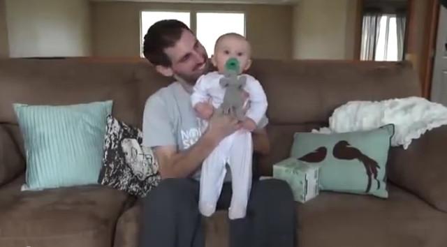 Un hombre con cáncer se despide de su bebé