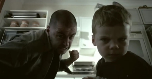 Video: El daño que un padre le causa a sus hijos