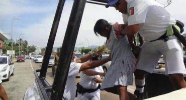 Indignación en redes sociales: detienen a indígena por robar botella de agua