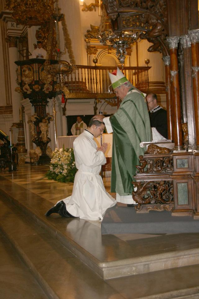 El sexo oral no es pecado, si lo haces pensando en Dios: Arzobispo