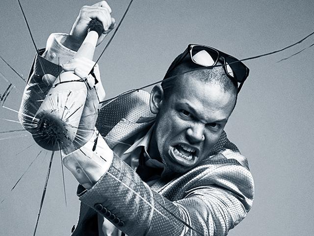 ¿Por qué Residente de Calle 13 destruyó a batazos su Maserati?