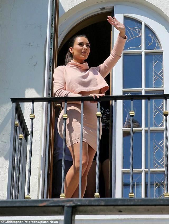 """Y con ustedes... la nueva """"reina"""" de Miami: Kim Kardashian (+sexy selfie)"""