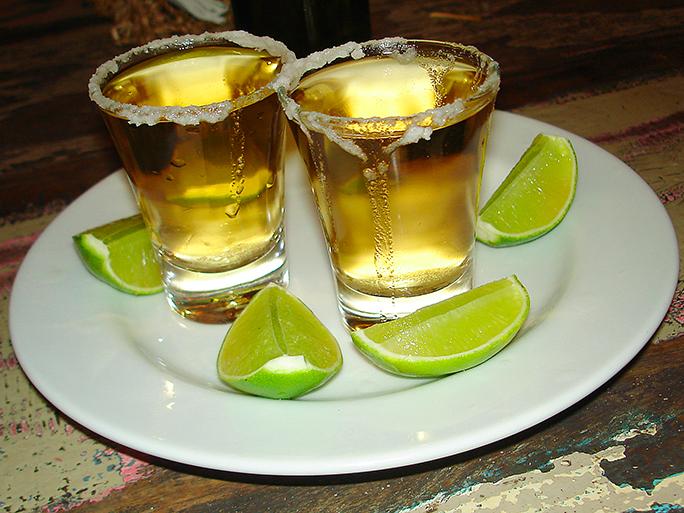 Beber tequila puede ayudar a bajar peso, señalan especialistas