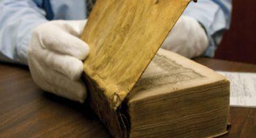Descubren que en la biblioteca de Harvard hay libros forrados con piel humana
