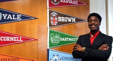 Joven de 17 años es aceptado por ocho de las principales universidades de EEUU