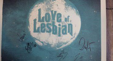 Llévate un póster de colección y autografiado por Love of Lesbian