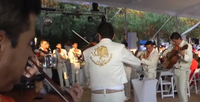 Nerdgasmo: Mariachi toca la música de Mario Bros en una boda