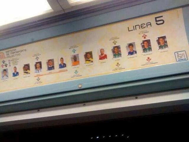 Mientras unos sufren por juntarlas, otros las pegan en el Metro... la fiebre del Panini
